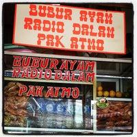 Photo taken at Jajanan Pertokoan Gedung Hijau (Fitria) by Romster R. on 4/13/2013