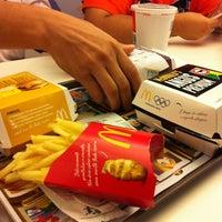 Foto tirada no(a) McDonald's por Gabriel F. em 1/6/2013