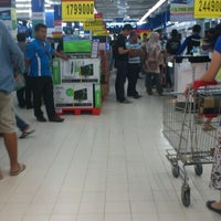 Photo taken at Carrefour by Danzmaar Z. on 9/23/2012
