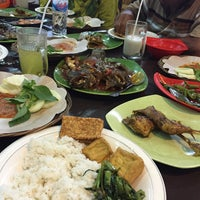 Photo taken at RM Sari Laut Mas Joko Raja 99 by Ghina R. on 7/17/2016