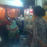 Photo taken at Hajah Basiroh Muslim Food by Qorihani A. on 4/22/2013
