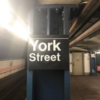 Photo taken at MTA Subway - York St (F) by Bóng Bay on 1/17/2018