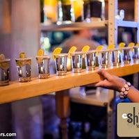 Снимок сделан в Shishas Lounge Bar пользователем Pavel V. 6/10/2013