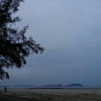 Foto tirada no(a) Pantai Mersing por azihanyusoff em 6/12/2013