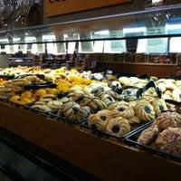 Foto tomada en Whole Foods Market por Rebecca J. el 11/13/2012