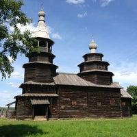 Das Foto wurde bei Музей деревянного зодчества «Витославлицы» von Marianna . am 7/13/2013 aufgenommen