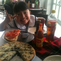 Photo taken at Charly Pizza by Quetzal D. on 2/21/2014