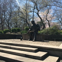 4/20/2018 tarihinde Jen O.ziyaretçi tarafından Hans Christian Andersen Statue'de çekilen fotoğraf