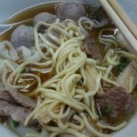 5/24/2013 tarihinde Ban Leong P.ziyaretçi tarafından Shin Kee Beef Noodles'de çekilen fotoğraf