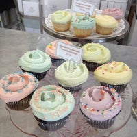 Photo taken at Magnolia Bakery by Rosa T. on 9/30/2012