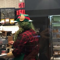 Photo taken at Starbucks by François G. on 11/27/2016