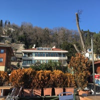 Photo taken at Sariyer Sahil Kafe by Timuçin T. on 1/30/2018