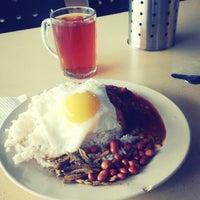 Photo taken at Restoran Nasi Kandar Utara by Hazril R. on 9/4/2013