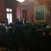 Photo taken at Salon Rojo. Palacio de Gobieno by Anthuan S. on 11/28/2014