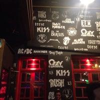 Foto tirada no(a) Pub 13 - Rock e Lounge por Marina T. em 7/30/2017