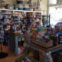 8/10/2013 tarihinde Erin L.ziyaretçi tarafından Noe Valley Pet Company'de çekilen fotoğraf