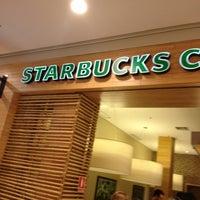 Foto tirada no(a) Starbucks por Vanessa A. em 2/9/2013