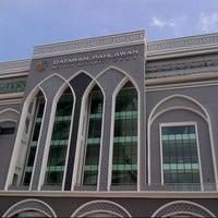 Photo taken at Dataran Pahlawan Melaka Megamall by Randhy L. on 3/3/2013