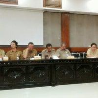Photo taken at Meeting Room Bappeda Gianyar by Mintarni on 3/31/2015