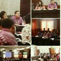 Photo taken at Meeting Room Bappeda Gianyar by Mintarni on 10/8/2016