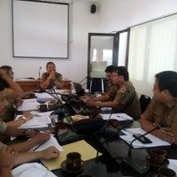 Photo taken at Meeting Room Bappeda Gianyar by Mintarni on 1/3/2017