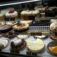 Das Foto wurde bei The Cheesecake Factory von Mj M. am 10/6/2012 aufgenommen