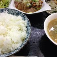 Photo taken at らぁめんとホルモン焼 もつの屋 by わかば on 3/22/2014