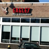 Foto tomada en Eagle's Deli por Mike V. el 12/3/2012