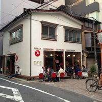 Das Foto wurde bei FUGLEN TOKYO von Johnny L. am 5/5/2013 aufgenommen