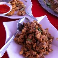 Photo taken at Restaurant Asam Batu Laut, Tg Sepat by StanL on 3/30/2013