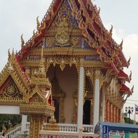 Photo taken at วัดบางด้วนนอก by นวพร ร. on 11/4/2012