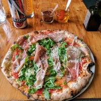 Foto tirada no(a) Pizzeria Defina por Simon R. em 8/15/2017