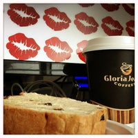 Photo taken at Gloria Jean's Coffees by Liziana A. on 9/13/2013