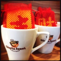 Photo taken at Gloria Jean's Coffees by Liziana A. on 1/27/2014