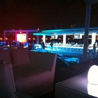 12/4/2012 tarihinde Zuzik S.ziyaretçi tarafından White X  Beach Lounge'de çekilen fotoğraf