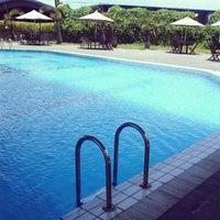 Photo taken at ATLANTIS swimming pool by Agung N. on 10/15/2013