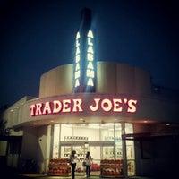 Снимок сделан в Trader Joe's пользователем Kaleb F. 9/22/2012