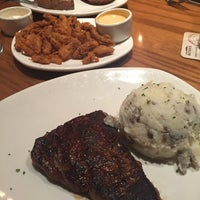 Photo taken at Outback Steakhouse by Per R. on 12/11/2016