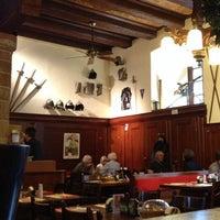 11/6/2012 tarihinde Sergey🚼 Z.ziyaretçi tarafından Zeughauskeller'de çekilen fotoğraf