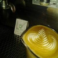 Foto tomada en Rico's Café El Cid por Alfredo H. el 10/5/2012
