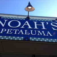 Photo taken at Noah's Bagels by Mary Rose P. on 8/1/2013