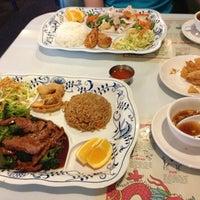 2/21/2013 tarihinde Tim N.ziyaretçi tarafından Hot Wok Cafe'de çekilen fotoğraf
