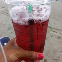 Photo prise au Starbucks par Tiera B. le5/17/2013