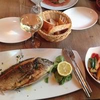 Das Foto wurde bei MIURA Tapas-Bar & Restaurant von Leonid B. am 6/2/2015 aufgenommen