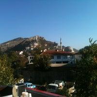 10/27/2012 tarihinde Kurabi'sziyaretçi tarafından Lalezar Restaurant ve Cafe'de çekilen fotoğraf