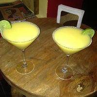 Foto diambil di 500 Noches Cafe-bar oleh Crystian C. pada 4/28/2013