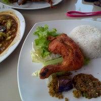 Photo taken at Ayam Lepaas by nurul a. on 6/28/2013