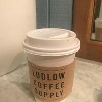 Foto tomada en Ludlow Coffee Supply  por VelvetCrate el 5/20/2018