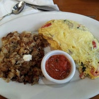 Photo taken at Hashbrowns by Nahum P. on 6/15/2013