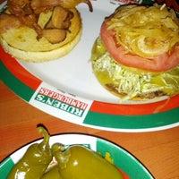 Foto tomada en Rubens Hamburgers por Lettuce L. el 11/8/2012